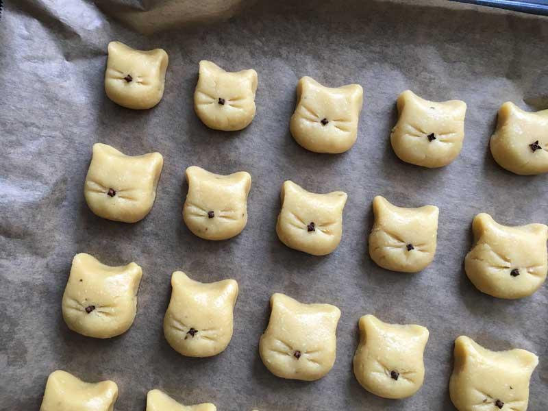 Katzen-Kourabiédes vor dem Backen