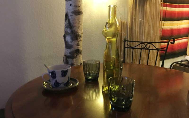 Originelles Katzengeschirr im Katzencafé Helsinki Helkatti
